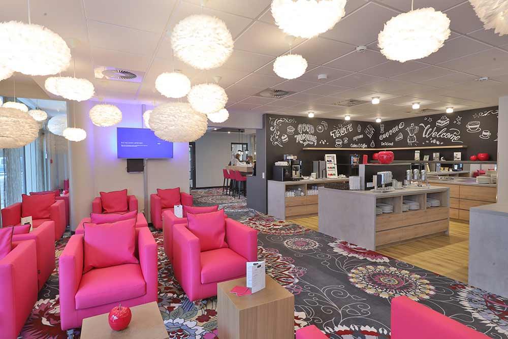 qubixx - StadtMitteHotel - Für Geschäftsreisende. Für Touristen. Für Alle. Mitten in Schwäbisch Hall. Zimmer ab 69 Euro. Unsere Lobbybar.